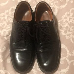 Johnston and Murphy Size 11 Captoe Shoes